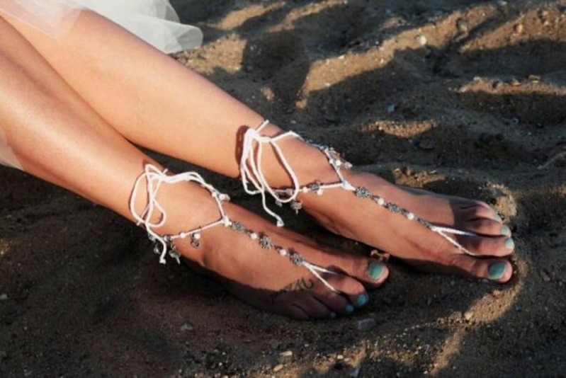 Barefoot sandals met parels en bedels