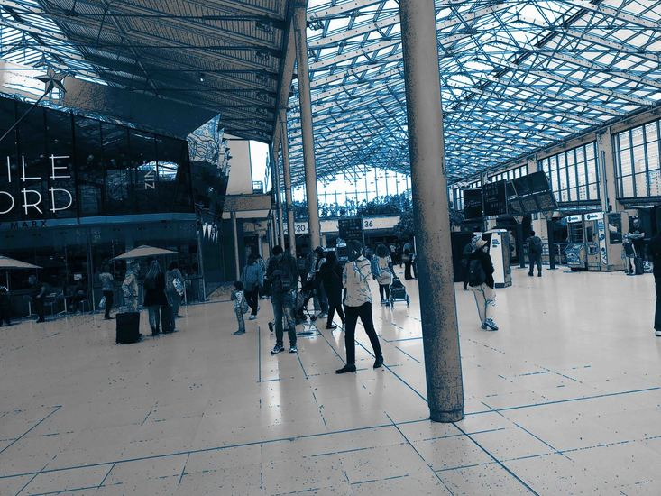 In de Stationshal van Paris Gare du Nord 3.,- digitale art print