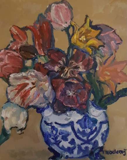 a China tulipvase with tulips 3
